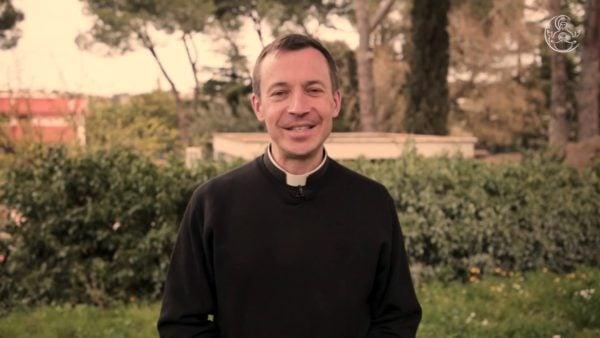 """""""Ne reste pas seul dans ton cheminement"""" – père Matthieu Rougée"""