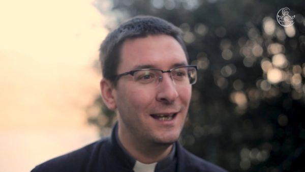 «Je continue d'exercer ma passion : la musique» – père François Labadens